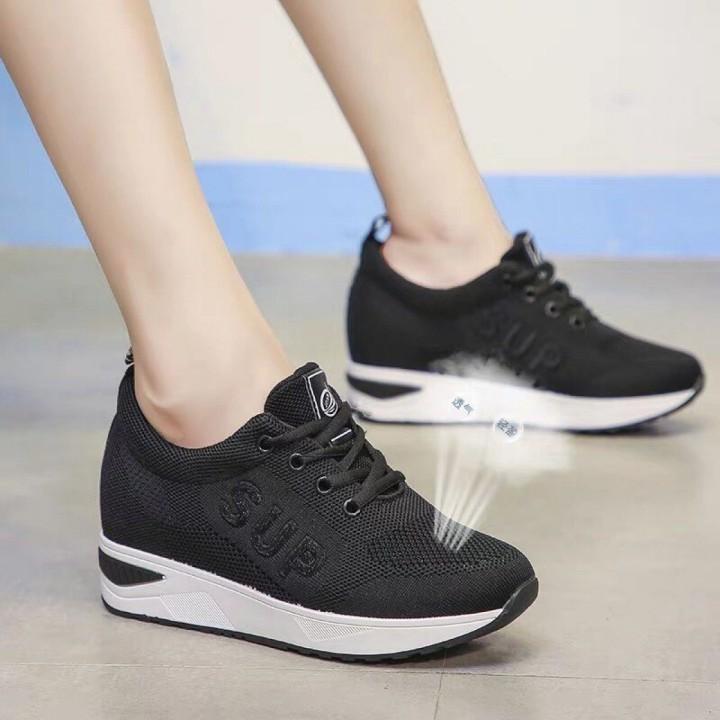 Giày thể thao độn gót
