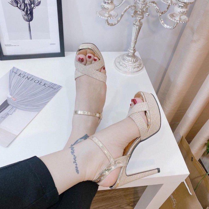 Giày cao gót đính đá