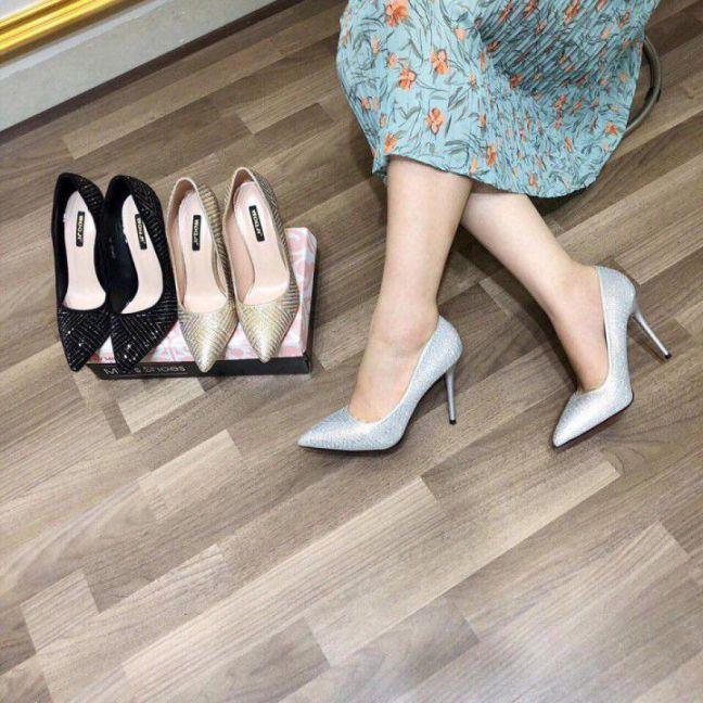 Giày cao gót kim tuyến mũi nhọn