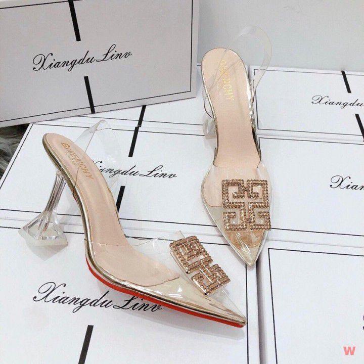 Giày cao gót logo