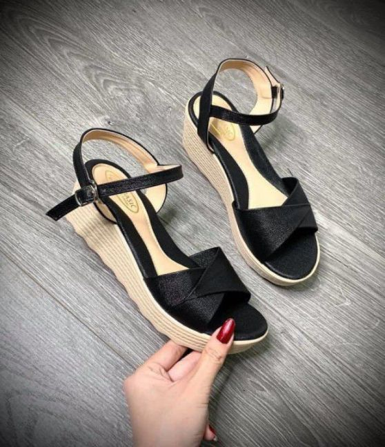 Giày cao gót đế đúc
