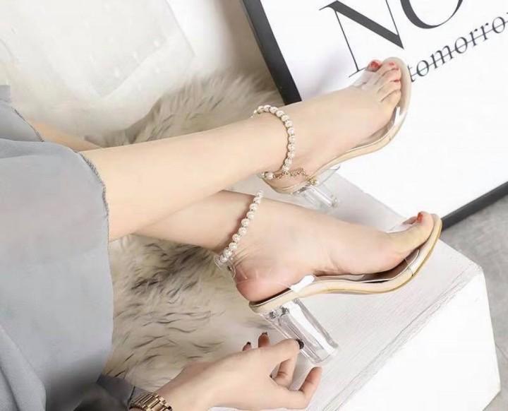 Giày sandal quai ngang đính tròn
