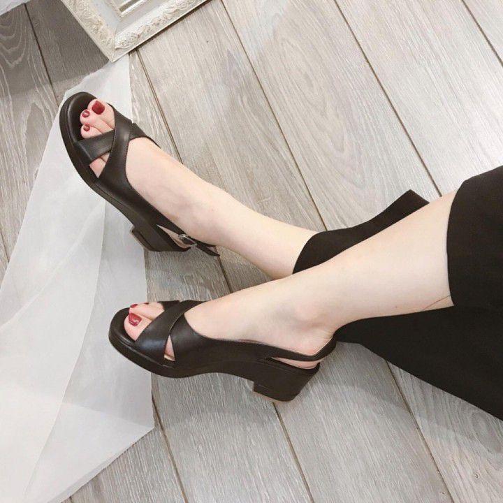 Giày xăng đan nữ quai chéo bản to